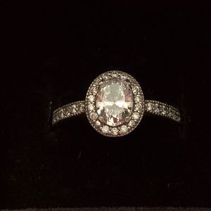 Pretty Pandora oval solitaire ring. size 5